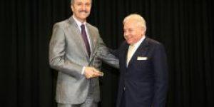Başkan Aziz Yeniay'a bir ödül daha