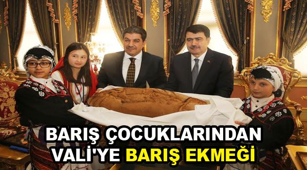 BARIŞ ÇOCUKLARINDAN VALİ'YE BARIŞ EKMEĞİ