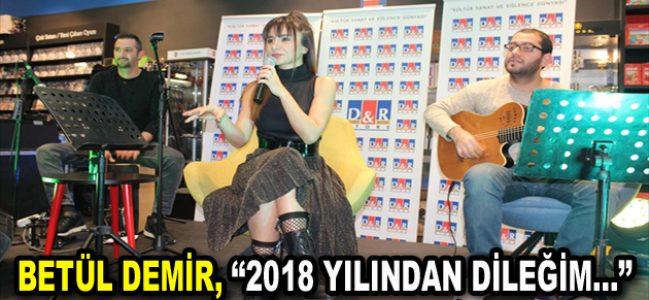 """Betül Demir, yeni yıldan """"AŞK"""" diledi"""