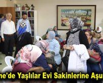 Kağıthane'de yaşlılar evi sakinlerine aşure ikramı