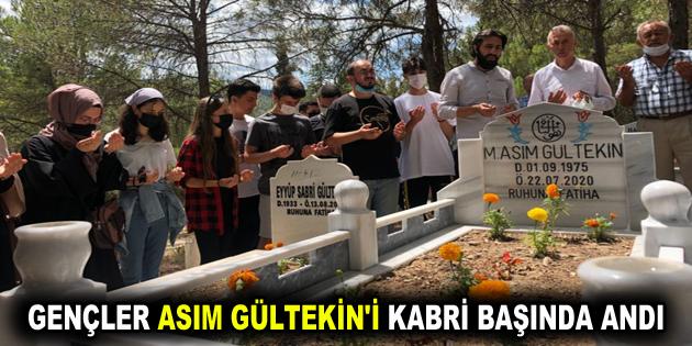 GENÇLER ASIM GÜLTEKİN'İ KABRİ BAŞINDA ANDI
